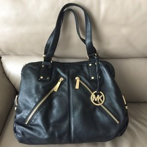 Large authentic Micheal Kors Purse!!